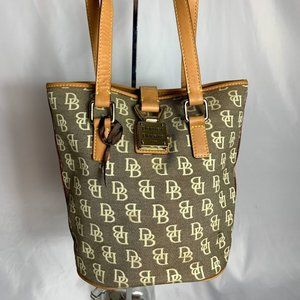 Dooney & Bourke bucket style hand bag k053706